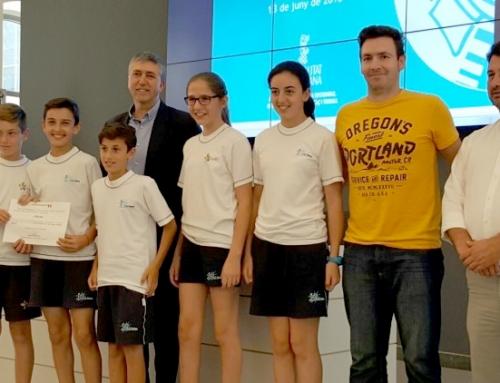 El conseller Rafael Climent entrega el premio Consumópolis a los alumnos del colegio Palma